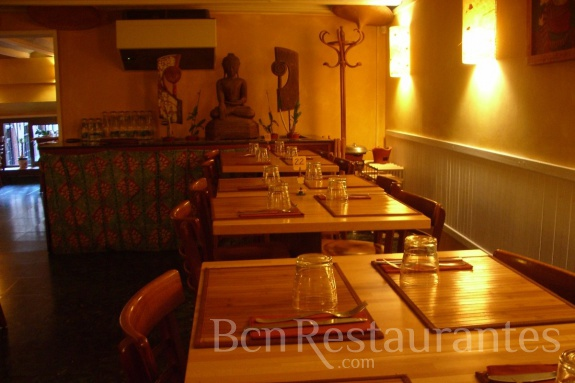 Restaurante betawi barcelona for Pisos asiaticas barcelona