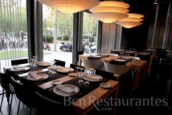 Restaurante negro rojo barcelona reservas for Pisos asiaticas barcelona