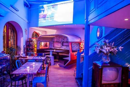 Fotos del restaurante soda bus barcelona - Decoracion de bares de copas ...