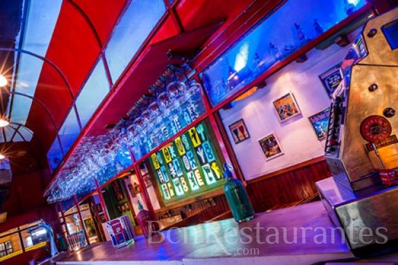 Restaurante soda bus barcelona - Decoracion de bares de copas ...