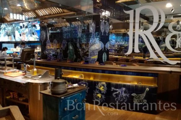Restaurante la barra de carles abellan barcelona - Decoracion de bares de tapas ...